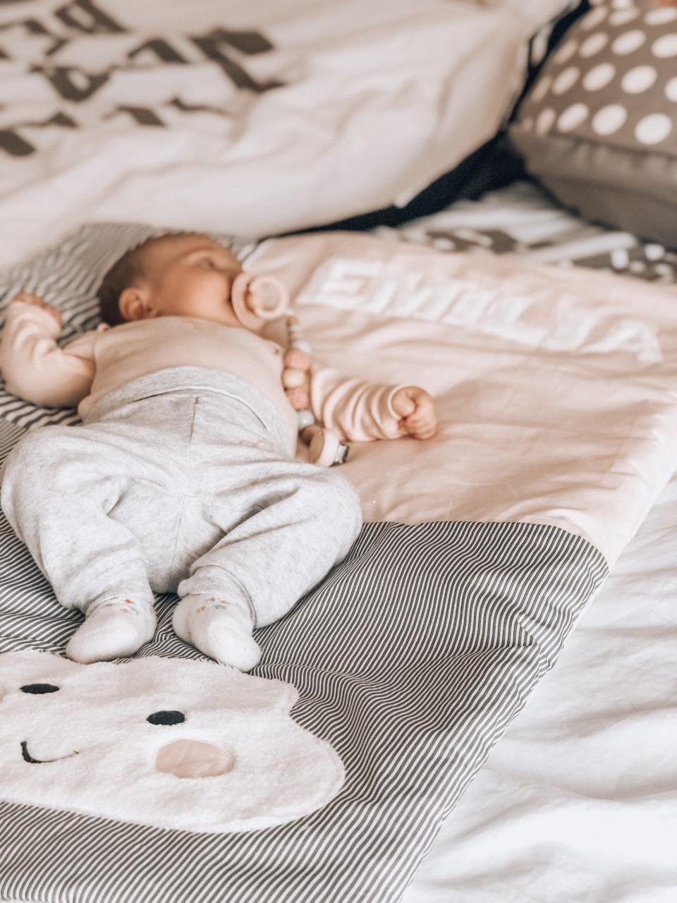 babydecke-kuscheldecke-babydecken-ztoff-geschenke-babyparty-geburt-taufgeschenke-taufe-geschenkideen-geschenk-personalisierte-babiez-krabbeldecke-mit-namen-40q39AlGeuFD84I