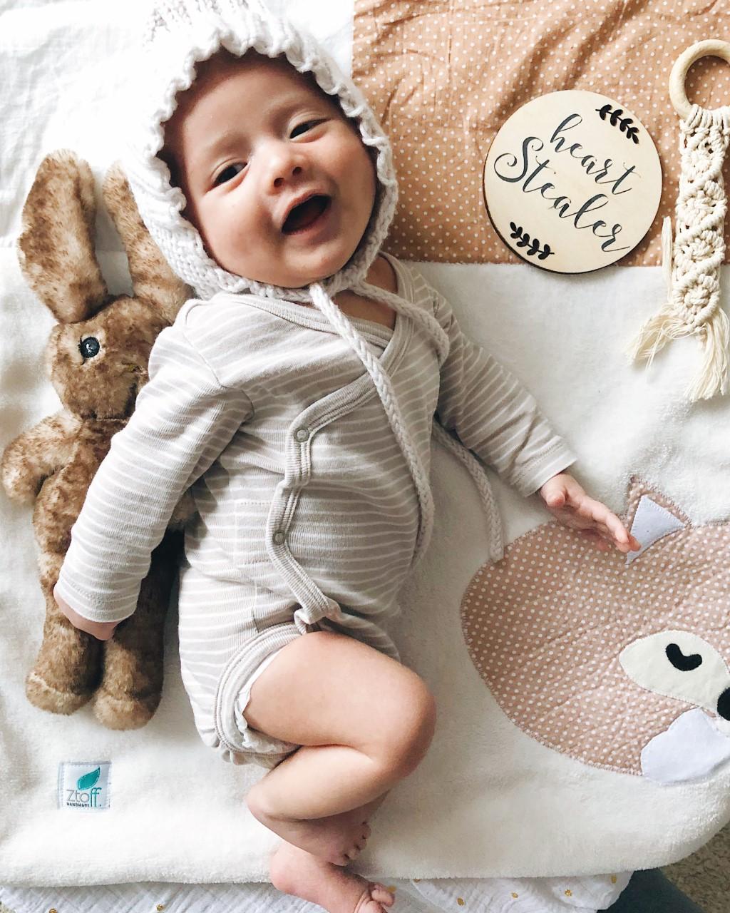 babydecke-kuscheldecke-babydecken-ztoff-geschenke-babyparty-geburt-taufgeschenke-taufe-geschenkideen-geschenk-personalisierte-babiez-krabbeldecke-mit-namen-22G6IJKY3rjbMQ6